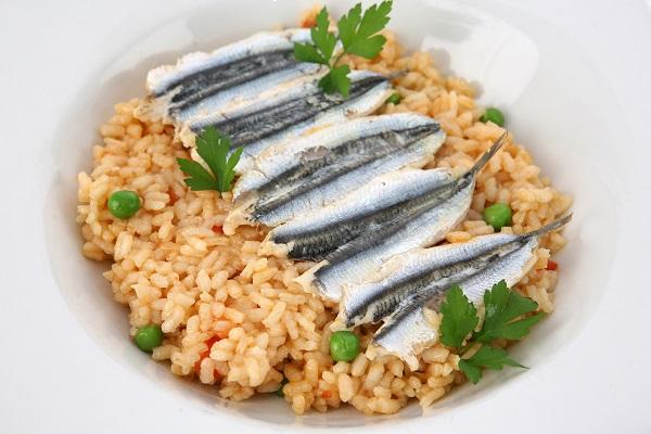 sardinas-sobre-arroz-cremoso-de-zanahorias